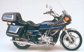 Fairings, bags, and travel trunks became the Gold Wing norm, as did journeys of hundreds of miles per day.