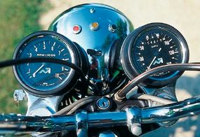 As in earlier Bonnevilles, the 1976 Bonne's tachometer displayed no redline.