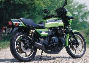The Kawasaki KZ1000R wore the company's distinctive green racing colors.