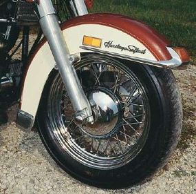 The front-fender badge mimicked the lettering style used since the Hydra-Glide days of the late 1940s.
