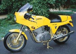 The 1988 Laverda SFC 1000 features the trademark Laverda triple-cylinder engine. See more motorcycle pictures.