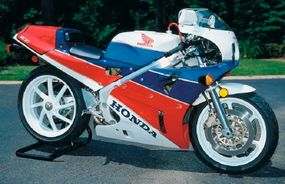 High price and limited availability made the RC30 a rare sight on public roads.
