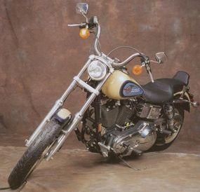 The Harley-Davidson FXDB Daytona introduced a pearl color scheme to Harley bikes.