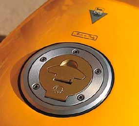 A racing-style fuel cap adds a competition touch.
