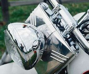 The 1993 FLSTN Heritage Softail's chrome fork cover was reminiscent of those on Harleys of the 1950s.