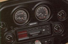 The instrument panel on the Harley-Davidson FLHTCUI offered plenty of information and entertainment.