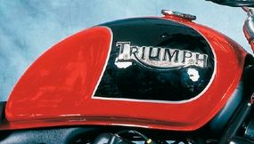 The fuel tank resembled classic Triumphs of old, both in shape and trim.