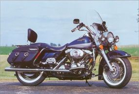 A fuel-injected version of the Twin Cam 88 motor was standard on the 1999 Harley-Davidson Road King Classic.