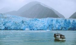 Touring the South Sawyer Glacier by boat along the Tracy Arm Fjord in Alaska
