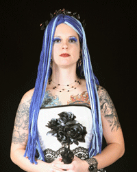 Brightly colored hair and wedding photos don't mix, at least if you want your pictures to look timeless.