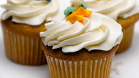 10 Best Ways to Decorate Cupcakes
