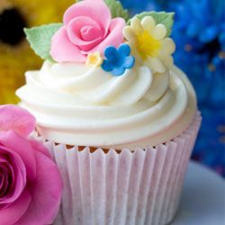 Classic to Artisan: Cupcakes and Cakes for a New Era Image Gallery This picture-perfect cupcake is a classic combo of vanilla cake with vanilla frosting. See more pictures of cupcakes and cakes.