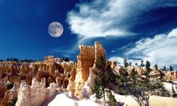 You can see thousands of stars in the sky at Bryce Canyon National Park.