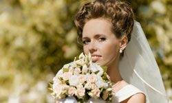 Keep it simple with a pale pink eye shadow for a daytime wedding.