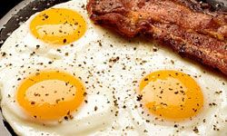 Bacon and eggs isn't just for breakfast -- the pair can be eaten for dinner, too!