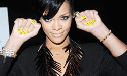 Rihanna expressed herself without saying a word with these smiley face finger nails.