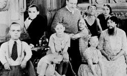 """Director Tod Browning with the cast of """"Freaks,"""" including Josephine Joseph in the back left."""