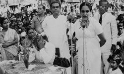 "Sirimavo Bandaranaike, the ""weeping widow,"" making a campaign speech in 1960."