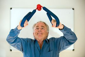 Suzanne Somers may have been the face of the Thighmaster, but inventor Josh Reynolds was the mastermind behind it.