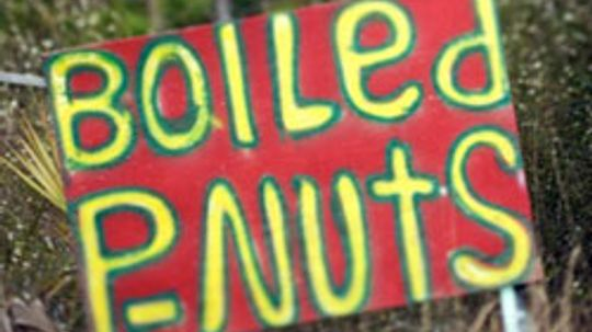 What are some common symptoms of peanut allergies?