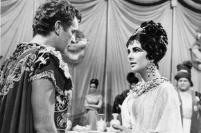 The couple described on the previous page fell in love while portraying Antony and Cleopatra.