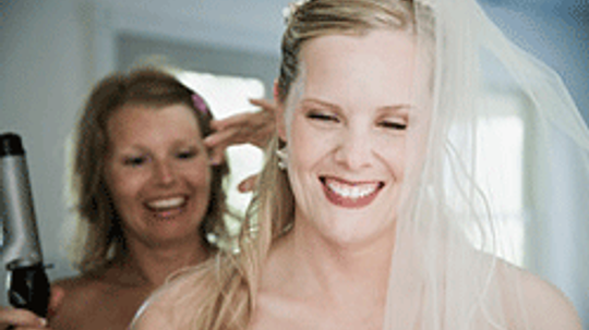 10 Wedding Hairstyles that Beat Heat and Humidity