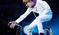 In 2010, Justin Bieber clings to new millenium trends: tight jeans, a hoodie and sneakers.