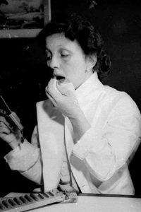 Hazel Bishop uses her own lipstick in 1951.