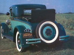 Other features of the Nash Advanced Six Coupe included a golf bag trunk and rumble seat.