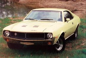 """Javelin received a mild facelift for 1970, highlighted by a """"twin-venturi"""" grille, revised hood, new wheel covers, and reshuffled trim."""