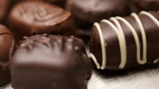 What are some chocolate allergy symptoms?