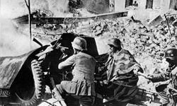 German soldiers using an antitank gun in Stalingrad in September 1942.