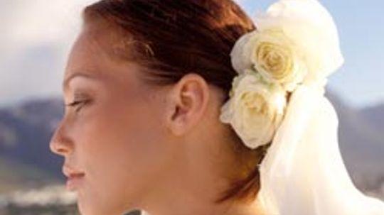 5 Easy DIY Wedding Hairstyles