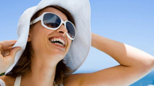 5 Essential Summer Accessories Women Should Have