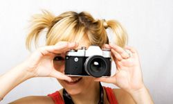 Film, or analog, photography, has become trendy among young people in recent years.