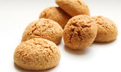 These little Italian cookies called amaretti taste strongly of almond flavoring