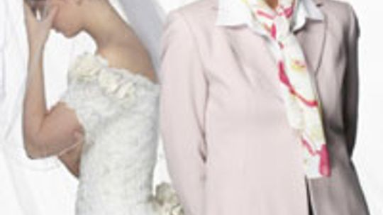 5 Ways to Keep Mom from Wedding Meddling