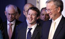 """众所周知,扎克伯格有时会打领带,比如2011年在巴黎会见世界领导人和商界人士时。""""border="""