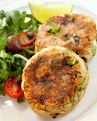 Salmon patties are a perfect (and perfectly healthy) choice for a hamburger-style meal on the cheap.