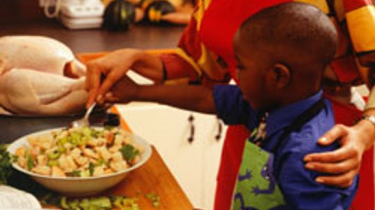 Top 5 Ways Your Kids Can Help with Thanksgiving Dinner