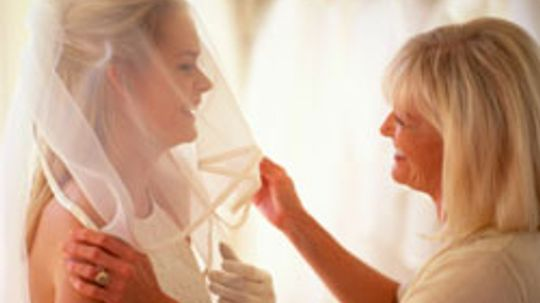 5 Tips for Getting Your Guy's Mom Involved With the Wedding